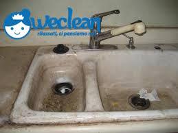 come pulire lavello cucina sporco