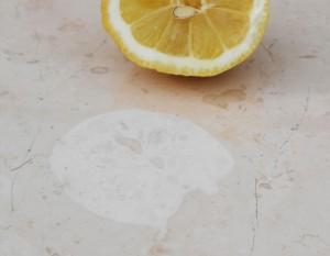 come pulire marmo macchiato